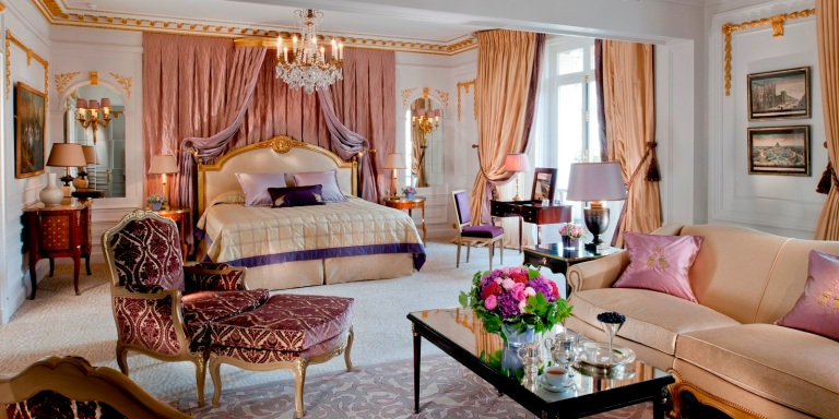 bedroom-in-the-royal-suite-at-hotel-plaza-athenee